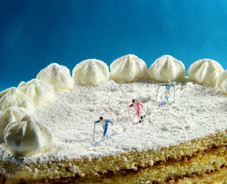 Antonio Magliocchetti and Stefano Adorinni's miniature creation showing skiers on top of a cake